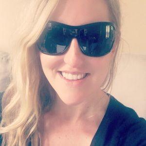 Gucci Accessories - Gucci oversized 1510S sunglasses w/ case!